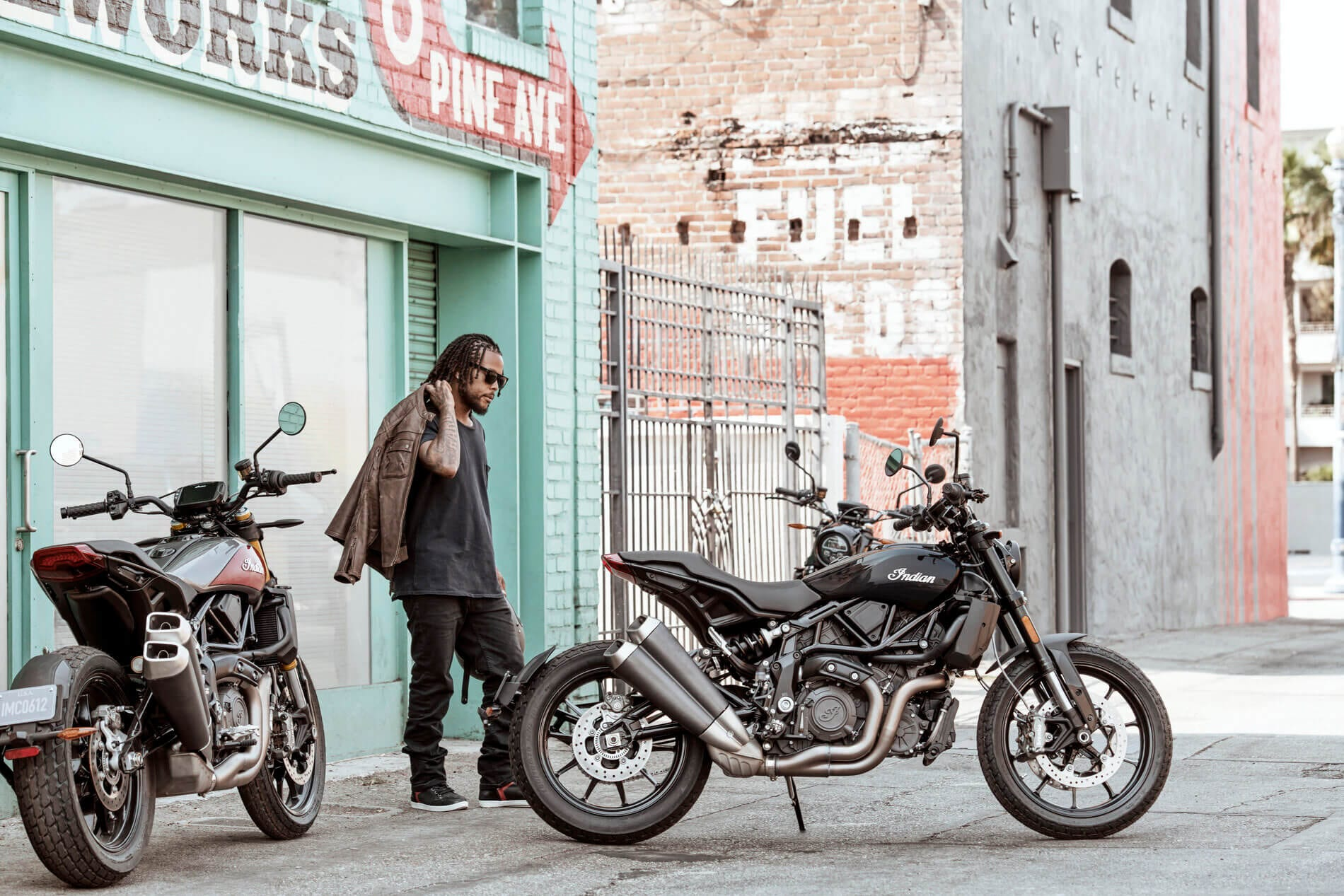 2019-imc-ftr-1200-thunder-black-lifestyle-01 (1)